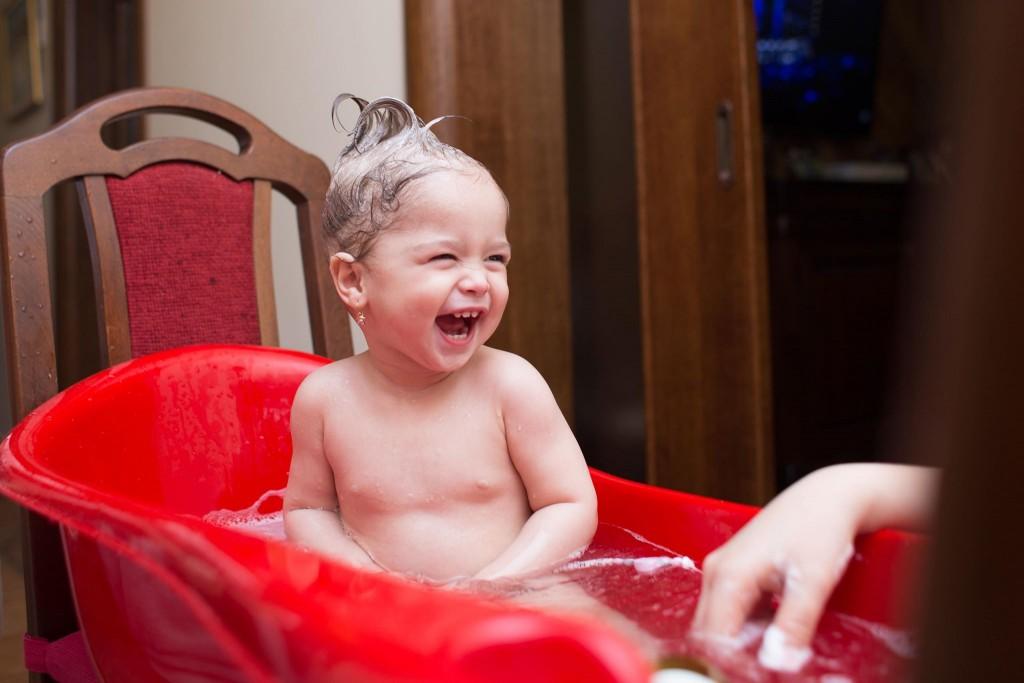 Una din fetele lui Iby, care se pare că a și moștenit bucuria sa și pofta de viață :)