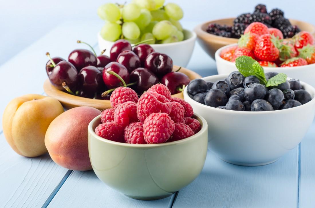 fruets-cherries-strawberries-peaches-raspberries-blueberries